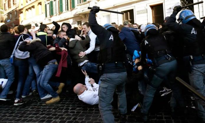 Футбольные хулиганы и полиция