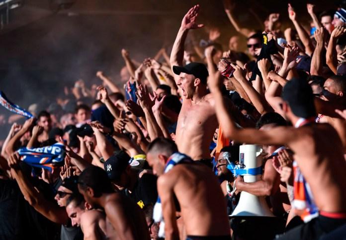 Движение футбольных фанатов