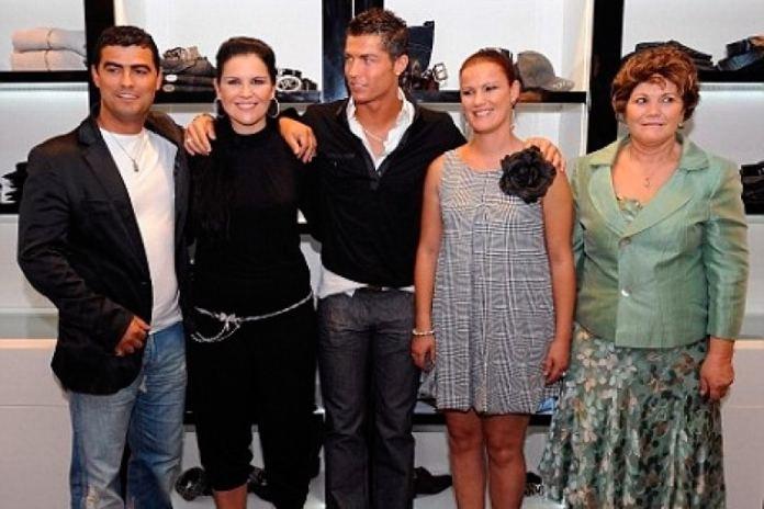 Роналду с семьей