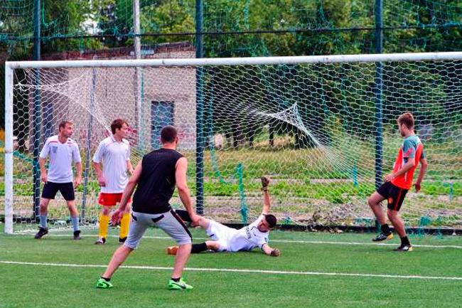 Игра в триста в футбол