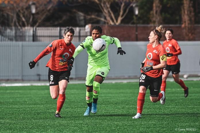 Desire Oparanozie lors du match Issy-Dijon, comptant pour la 12e journée de D1 Arkema. © Laura Pestel
