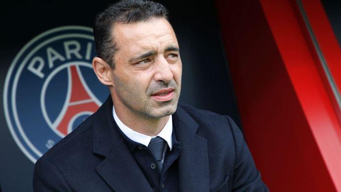 Olivier Echouafni, entraîneur du PSG, après l'élimination de son équipe à Barcelone en demi-finale de Ligue des championnes