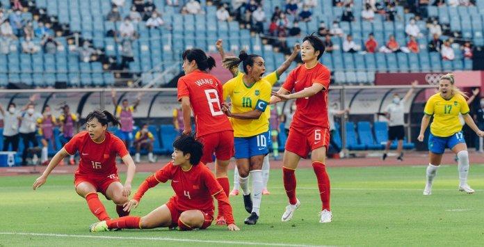 JO Tokyo foot féminin