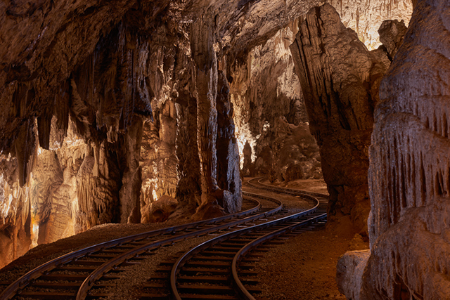 how to get from postojna cave to predjama castle