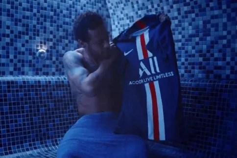 Quand Neymar «jette» son maillot du PSG (vidéo)