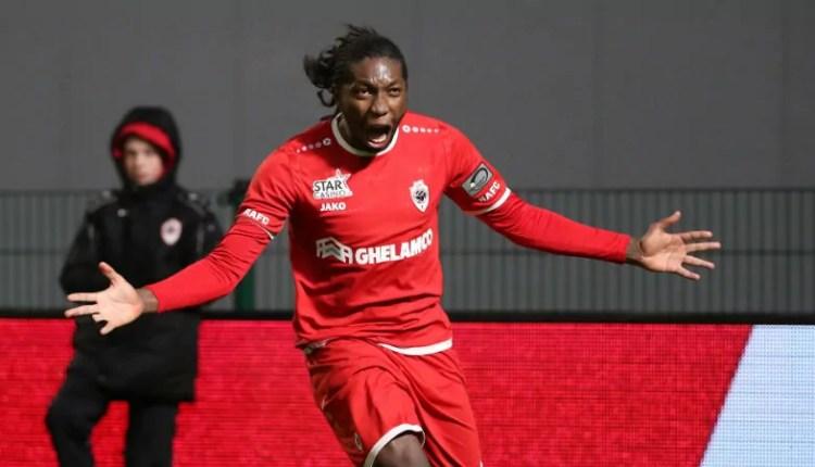 Échos + 243 : Dieumerci Mbokani s'est mis la Belgique dans la poche.