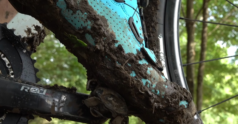 What makes cycling shoes dirty