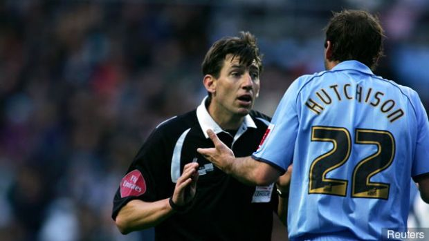 don_hutchison_coventry_city_preotests_to_referee_lee_probert_354010