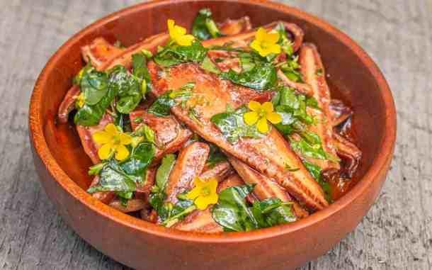 Beefsteak mushroom salad with olive oil and wood sorrel recipe