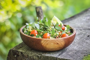 Purslane and sweet corn salad recipe