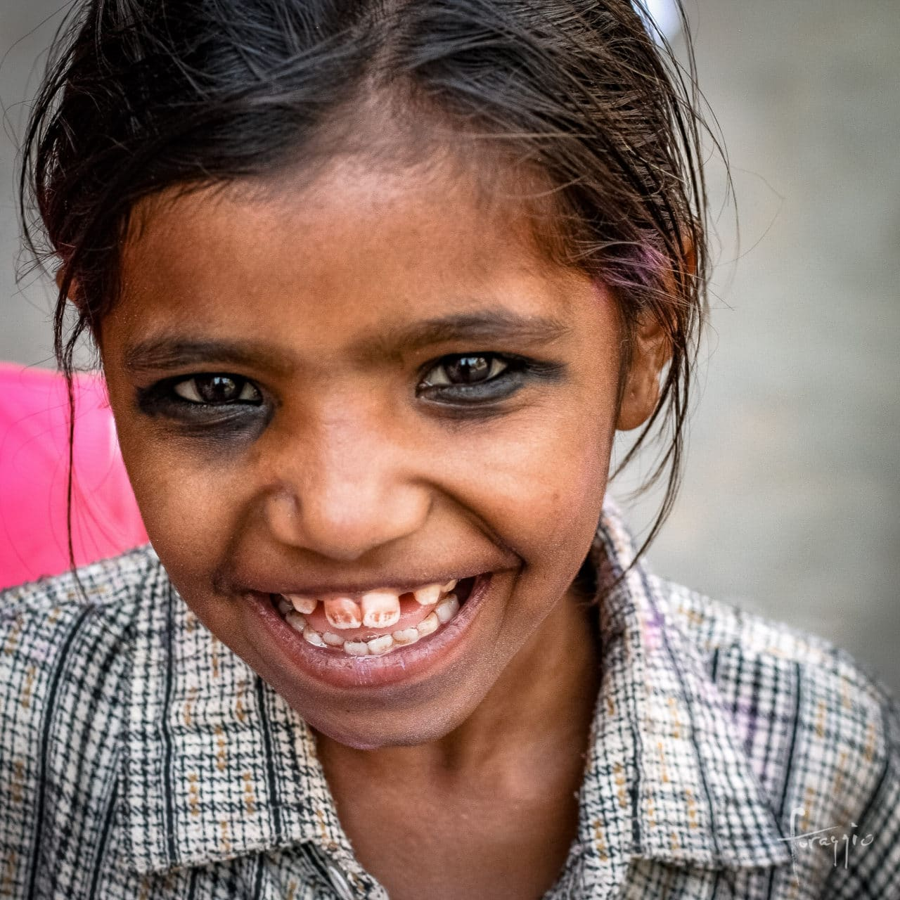 Holi girl | Foraggio Photographic