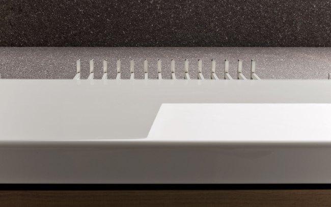 Demì è un tagliere da cucina progettato per tutti gli utenti che hanno il corretto funzionamento di una sola mano o di un solo arto.