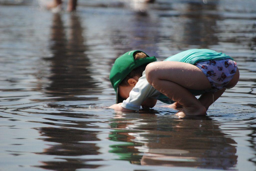 Brincar com água ou com legos, não é só brincar. É coisa séria!