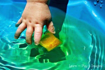 Nutrir a mente, construir o cérebro: Brincar com gelo