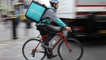 Un rider de Deliveroo.