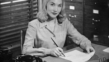 mujer,oficina,blanco y negro