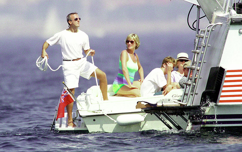 Diana Spencer y Dodi Al-Fayed en un barco