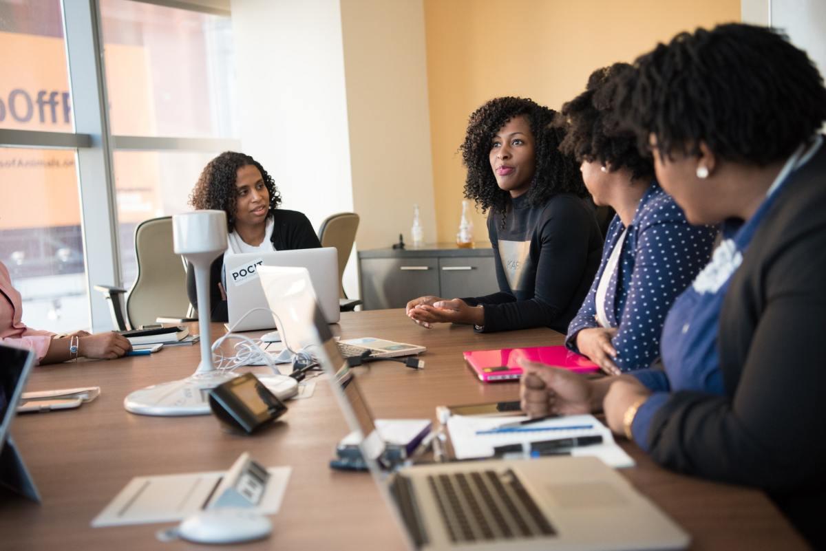 8 cosas que no debes hacer en las reuniones