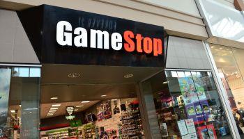 Fachada de una tienda de GameStop en Estados Unidos.