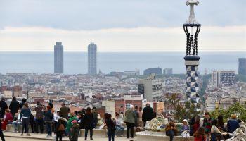 Vista del Parc Guell, en Barcelona, un punto turístico clave en la ciudad. (Getty)