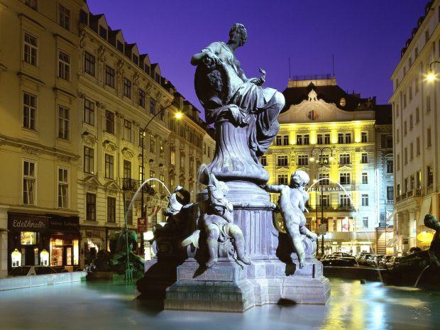Donnerbrunnen_Fountain_Vienna_Austria