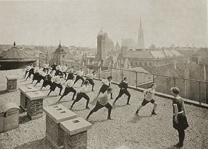 Sports class for the girls of the Schwarzwald school on the roof of the Herrenhof Café