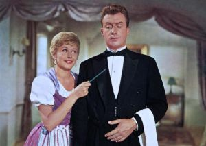 Waltraut Haas and Peter Alexander in the 1960 film Version of 'The White Horse Inn'