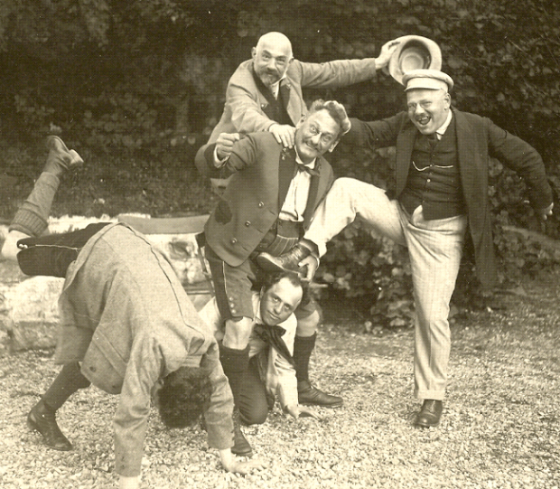LF (r) with brother Ernst l with head down, siegfried and Richard along with father Moritz Fall