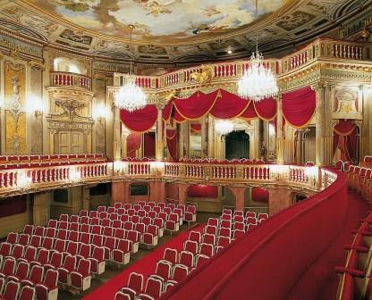 schoenbrunner_schlosstheater_zuschauerraum_fotografie_original