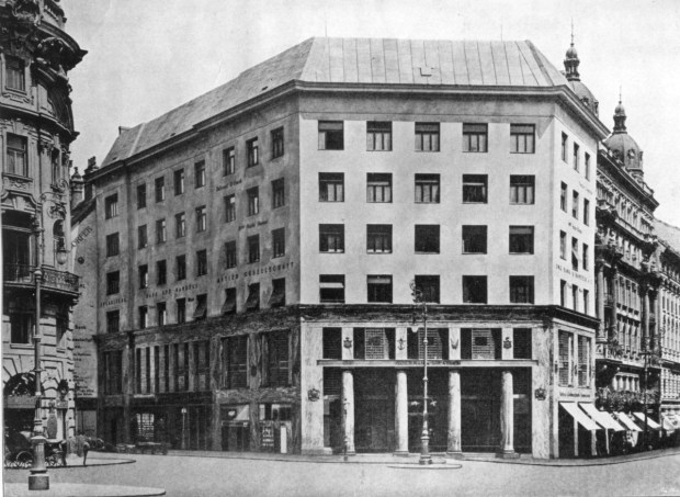 adolf-loos-geschc3a4ftshaus-goldman-salatsch-ansicht-michaelerplatz-august-1910