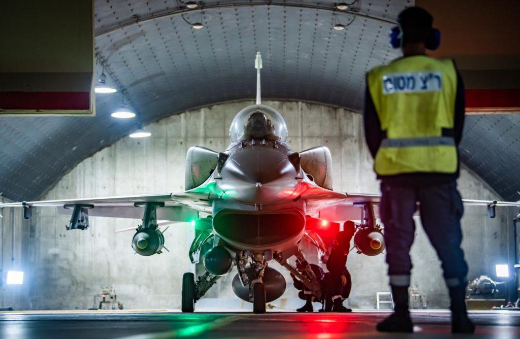 Check final F-16D com duas JDAM (Foto: IAF).