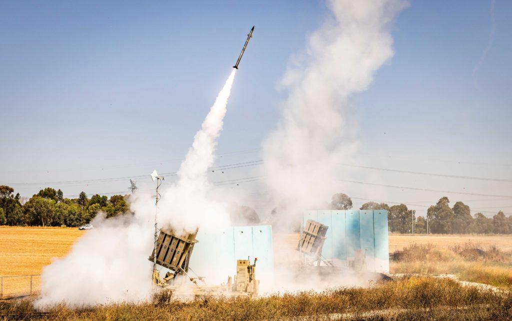 Operação Guardian of the Walls - ATUALIZADO 19/Maio. Sistema Rafael Iron Dome tem sido o guarda-chuva da defesa aérea de Israel (Foto: IDF).