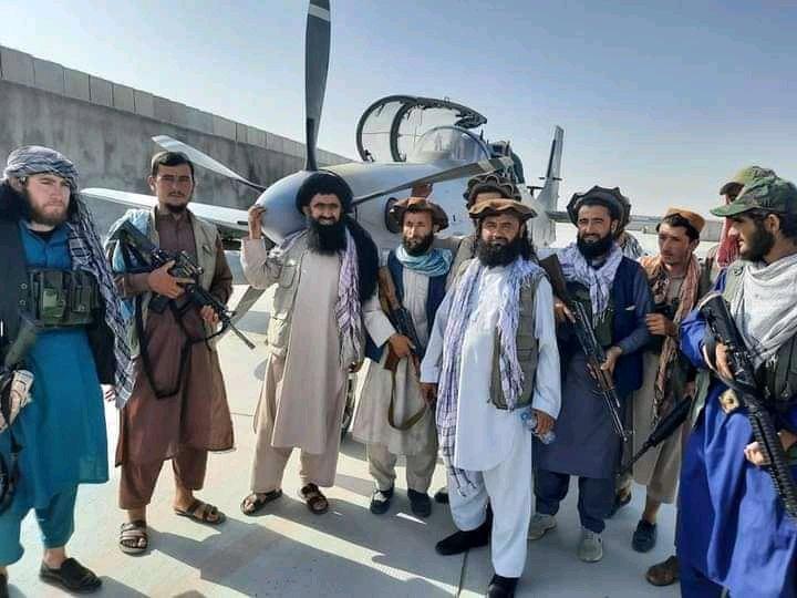 Ao menos um A-29 permaneceu em Mazar-i-Sharif (Foto: Redes Sociais).