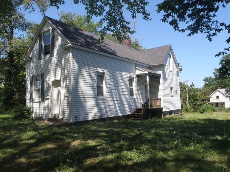 NICE SINGLE FAMILY HOME,3 BEDROOMS,1 BATHROOM,1248 sq.ft. HOUSE,6658 sq.ft. YARD 3