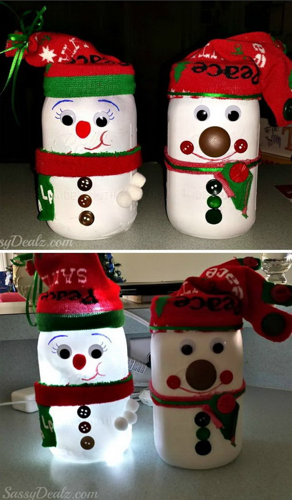 DIY Snowman Mason Jar Light: Create handmade snowman mason jar candles and tea lights to give to friends, teachers, neighbors, and co-workers this holiday season.