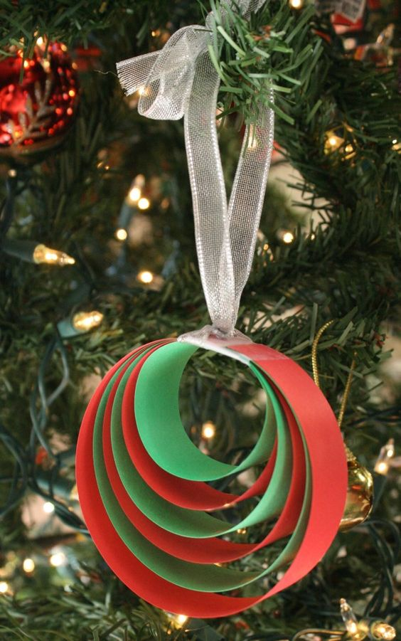 Easy Paper Christmas Ornament Craft: Super easy and fun to make these paper ornaments for Christmas tree decoration with your family!