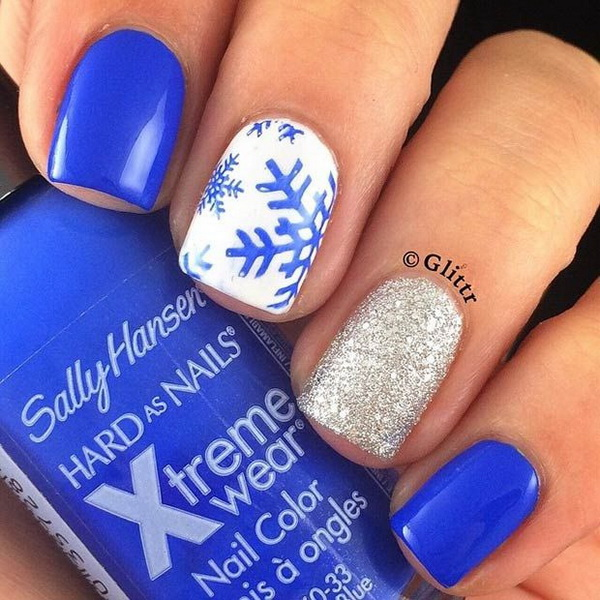 Blue Snowflakes + Gold Glitter Accent Nail.