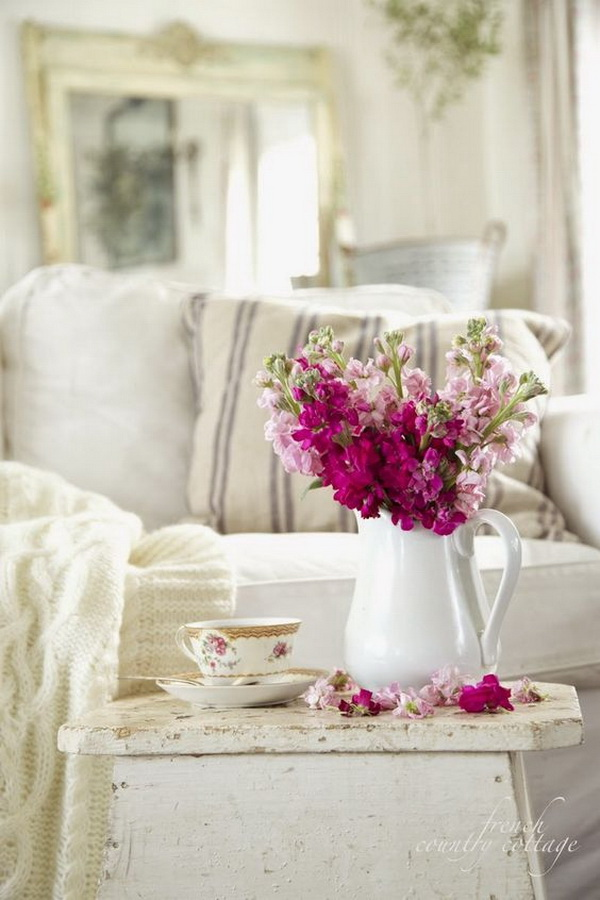 30+ Living Room Decoration with Flowers and Vases. (via forcreativejuice.com)