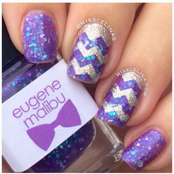 Glitter Chevron Style Nail Art Design.