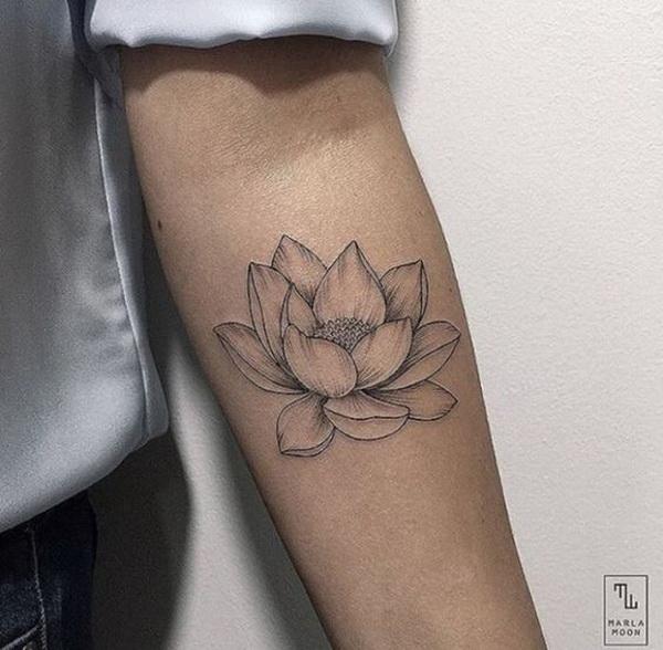 Diseño de tatuaje de flor de loto.