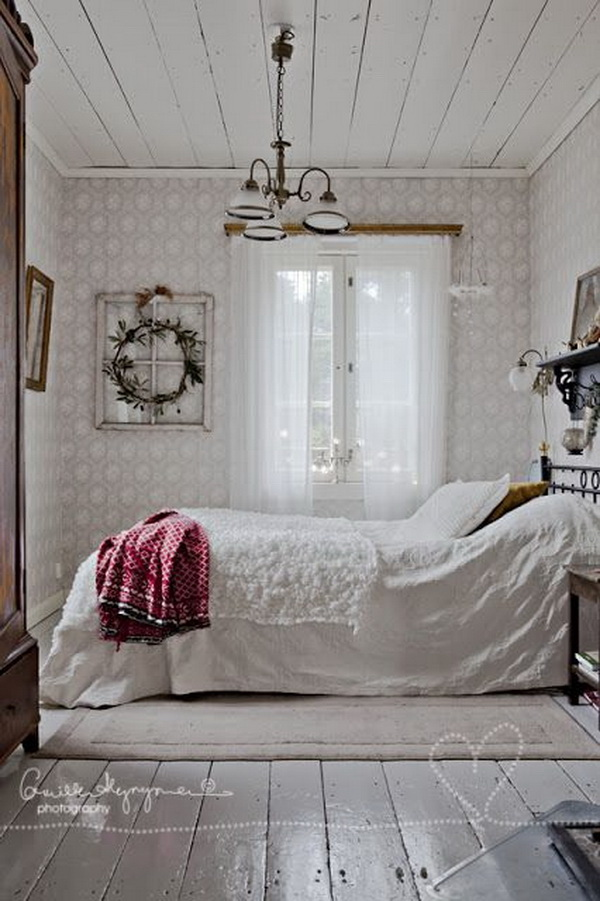 Clean Shabby Chic Look for Bedroom Decoration.