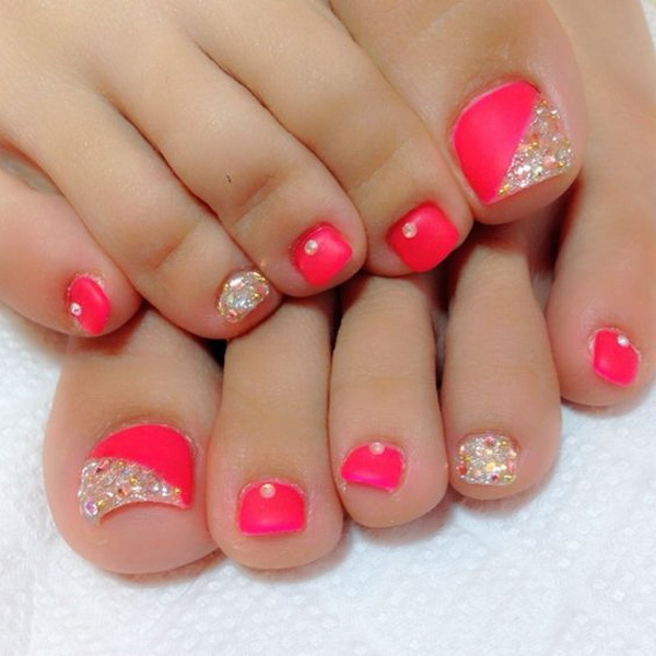 Coral Pink Toe Nail With Gold Glitter And Rhinestones