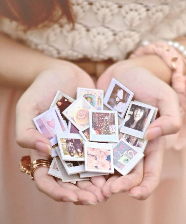 DIY Mini Magnets. Prefect and heart warm gift for any one you love!