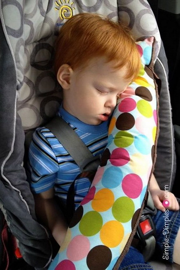 DIY Travel Seat Belt Pillows. An quick and easy DIY tutorial for a seat belt pillow. This is a great thing to have for those long car rides.