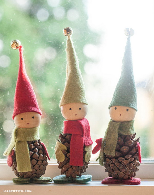 Felt and Pine Cone Elves. So lovely and adorable for your table or mantel decorationg this fall season.
