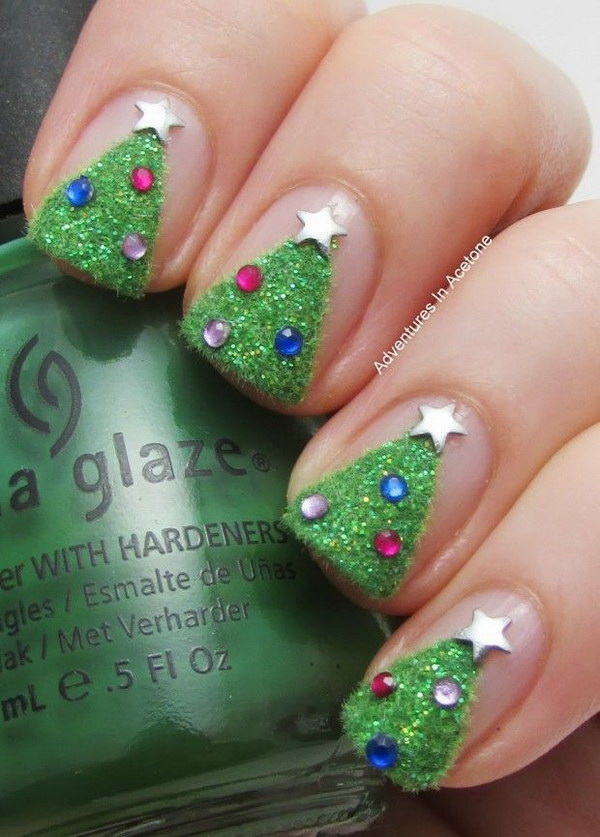 Textured Christmas Tree Nail Art.