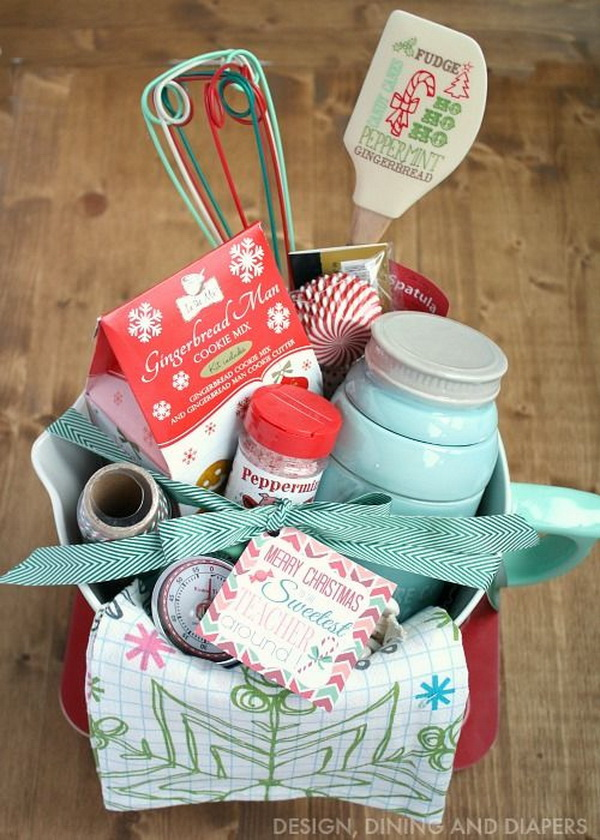 Christmas Cake Hamper Ideas : 45+ Creative DIY Gift Basket Ideas for Christmas - For ...