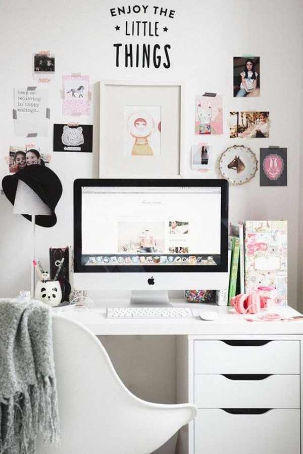 Bring the place alive with wall decorations like all of your loved collections of pictures to brighten up the place. Every working girl or women would surely love this home office with feminine glamour.
