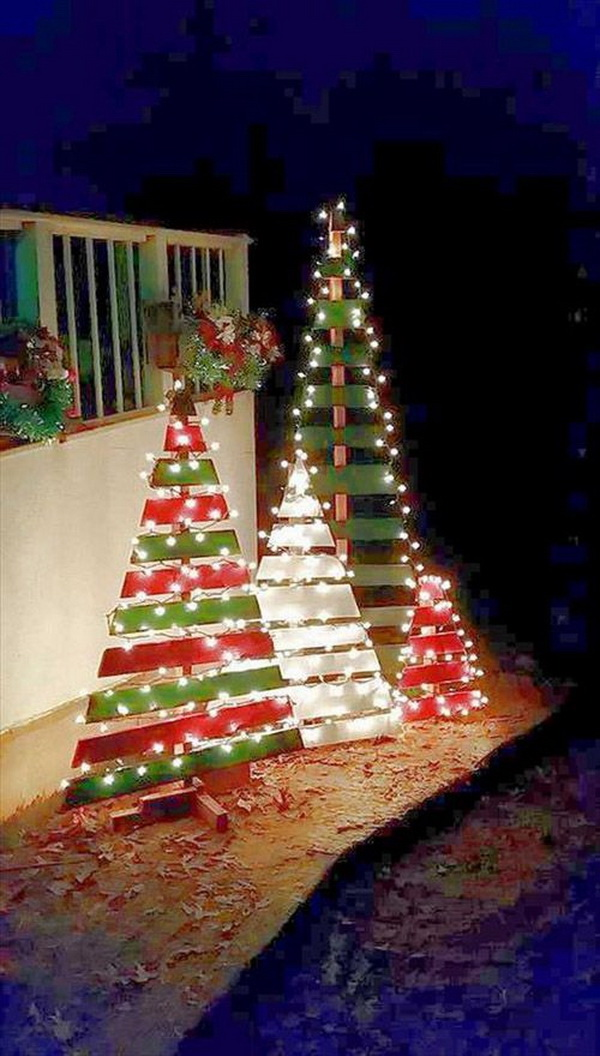 This is a super easy design to make a set of Christmas trees in different size and paint them in different colors. The bright colors and shinning lights give more holiday cheer!