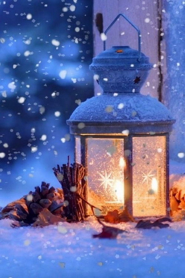 Snowy Winter Outdoor Lanterns. Share your holiday spirit with this pretty snowy outdoor lanterns!